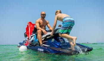 yamaha-waverunners-2019-vx-cruiser-ho-blue-child-reboarding